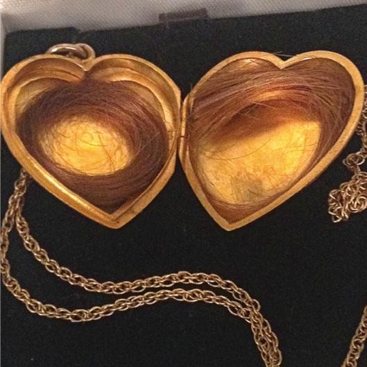 J14042053 Great-grandma Mary's gold locket (Photo credit: Sue Rose)