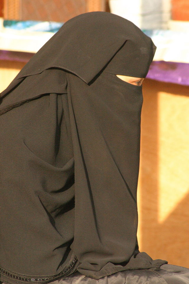 Young Saudi Arabian woman wearing a niqab in Abha (Photo credit: Wikipedia)