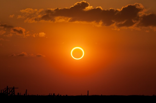 Annular_eclipse_%22ring_of_fire%22